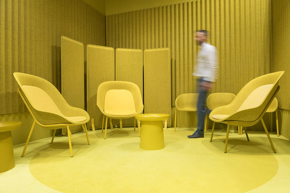 De-Vorm-Orgatec-2018-PET-Felt-Nook-Chair-Yellow-XL